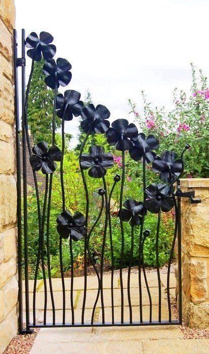 Metal flower design #gardengate