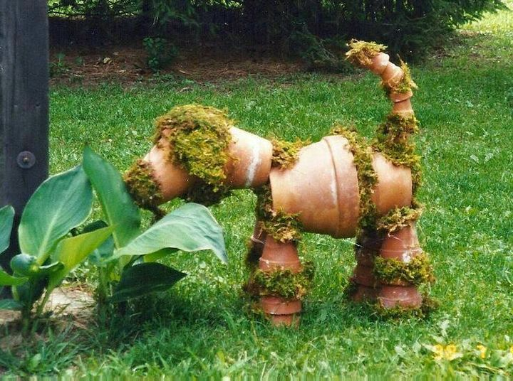 Recycles clay pots.