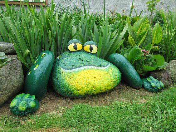 Painted Frog Rock #GardenArt