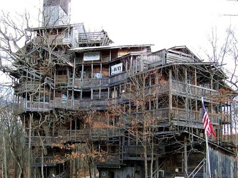 Situated in Crosville, Tenessee, US, this is the world biggest tree house. Built by Horace Burges using recycled lumber, this house is 10 stories high, covers 10,000 sq ft area and is supported by a Single large tree, around which is built a spiral staircase to go up the stairs. Truly a work of inspiration! Images via Obviousmag.org