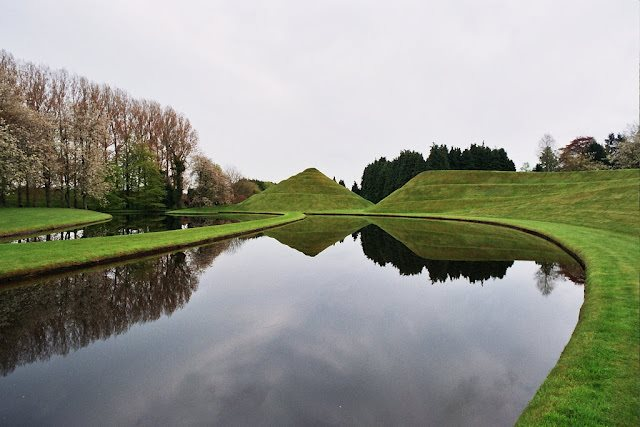 The Garden of Cosmic Speculation, situated in Scotland, is one of its kind in the world. Built with Metal shapes as well as natural landscapes, the garden contains scientific concepts like Black hole or DNA double helix. As the name suggests, this garden was made to contemplate over the wonders of science.  - Images via kuriositas.com