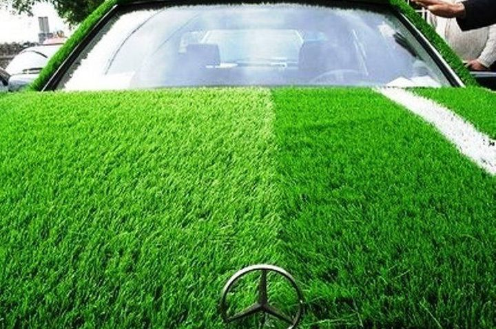 Innovative Green Roofs on Cars. The Grass is a fantastic car that draws on the latest technical tools and concepts to create an environmentally friendly car that runs entirely on hydrogen and other alternative energy sources. Green roofs has a class that helps to convert water into hydrogen which is used as fuel. The green roofs also helps keep the car temperature down.  Innovation sometimes fall in places less likely, and this concept is proof of this statement. The Grama, by Portuguese luxury car company of Tolos, is a hydrogen powered vehicle that is complemented by its stylish design with a supply of brand new solution. While most hydrogen vehicles face the problem of lack of service stations, the Grama solves this problem by converting water into hydrogen through its unique green roofs! The electric car can reach 0 to 60 mph in 5.5 seconds faster. It is completely powered by hydrogen and can be powered for about 60 miles on a single tank.And while the car is absolutely breaking research, nothing can surpass the brilliance that is your system Telhado green. The system Telhado Verde (green roofs in Portuguese) was developed in collaboration with the German company KHIAV (which in the integrated hydraulic Arboury Core Group). The great development comprising a green tire equipped with a membrane filtration system which is able to collect the rainwater and air humidity and its conversion into hydrogen, which is used to propel the vehicle.
