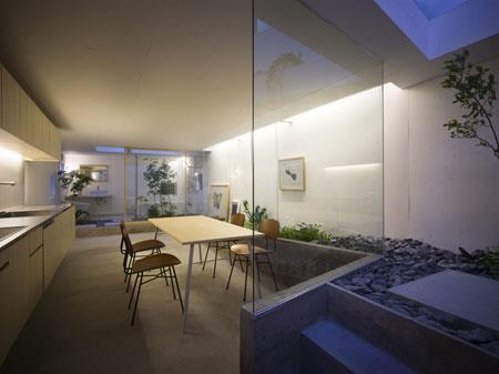 Japanese houses are generally small and they are known for their optimum utilization of space. But this house in Nagoya, Japan, is not only luxurious and expansive but also blurs the distinction between exteriors and interiors. We give the house owner and its architect,