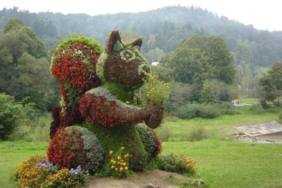 gardening hedge art!!