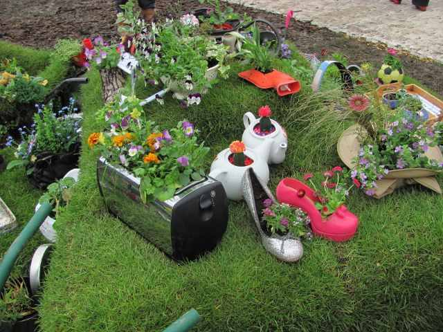 #garden #gardening #planter Recycle planter make your garden beautiful.....!!