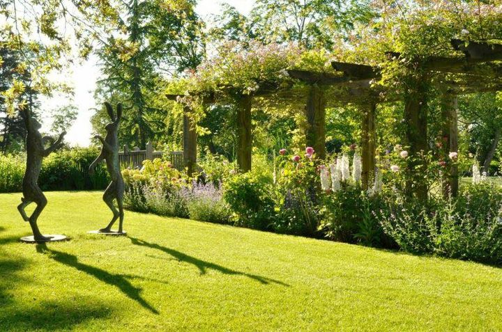2014 SGD PLANTING DESIGN AWARD Location: Suffolk Manor Garden in Suffolk, UK.