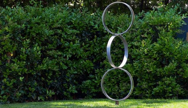 contemporary  #gardenstatues and yard art..!!