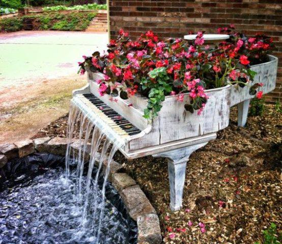 Make beautiful fountain for your #garden from unused piano..  it really looks classic..!!